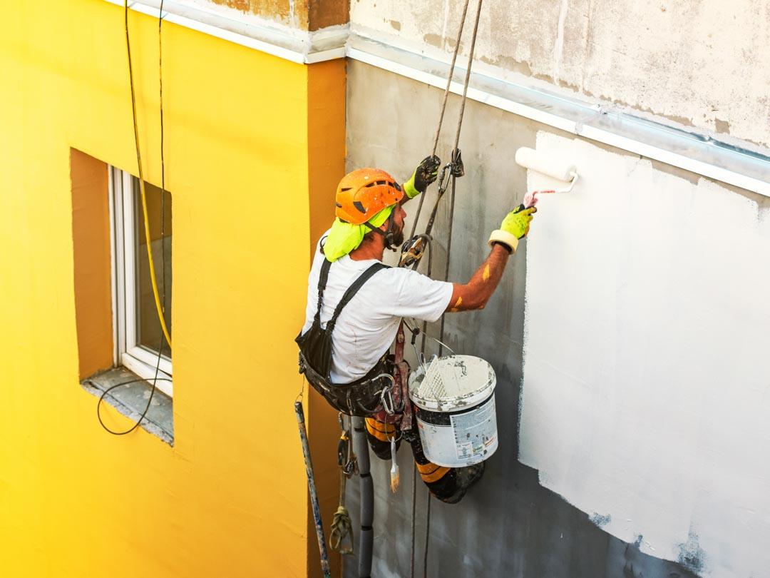 Natieranie fasády bytového domu